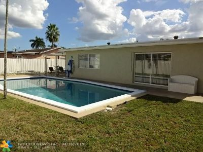Lauderhill Single Family Home For Sale: 8311 NW 44th Ct