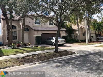 Pembroke Pines Single Family Home For Sale: 15754 NW 10th St