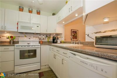Lauderdale Lakes Condo/Townhouse For Sale: 3531 NW 50th Ave #401