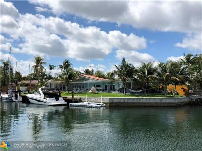 North Miami Single Family Home For Sale: 2415 Magnolia Dr