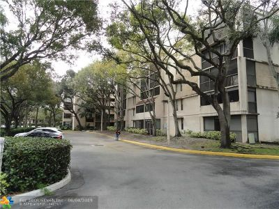 Plantation Condo/Townhouse For Sale: 6800 N Cypress Rd #205