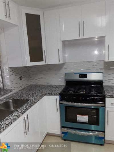Pembroke Pines Single Family Home For Sale: 7051 SW 6th St