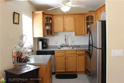 Delray Beach Condo/Townhouse For Sale: 225 Saxony #E