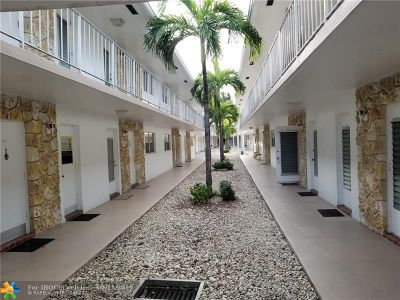 Pompano Beach Condo/Townhouse For Sale: 2525 W Golf Blvd #115