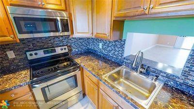 Dania Beach Condo/Townhouse For Sale: 121 SE 3rd Ave #308