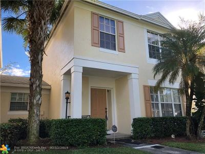 Tamarac Condo/Townhouse For Sale: 10931 Jewel Box Ln #10931