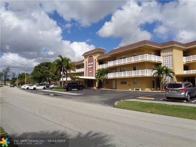 Pompano Beach Condo/Townhouse For Sale: 4200 Crystal Lake Dr #107