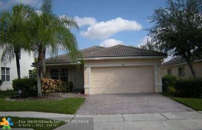 Pembroke Pines Single Family Home For Sale: 11859 SW 7th St