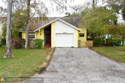 Coral Springs Single Family Home For Sale: 3903 NW 72nd Ln