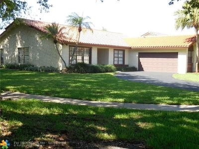 Plantation Single Family Home For Sale: 9400 NW 10th St