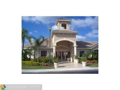 Coconut Creek Condo/Townhouse For Sale: 5035 Wiles Rd #105