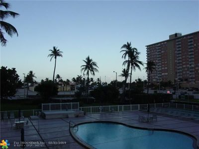 Pompano Beach FL Condo/Townhouse For Sale: $197,700