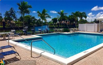 Pompano Beach Condo/Townhouse For Sale: 180 Cypress Club Dr #815