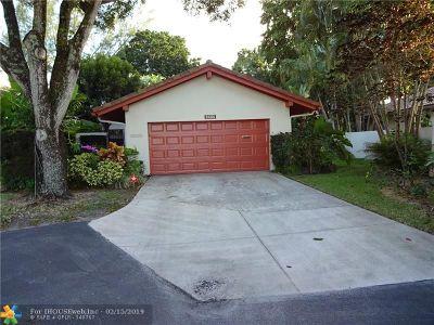 Lauderhill Condo/Townhouse For Sale: 5606 Hammock Ln #138