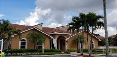 Coral Springs Condo/Townhouse For Sale: 8955 Wiles Rd #302