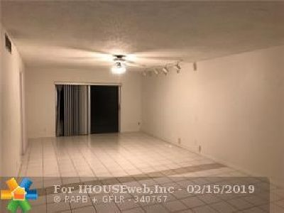 Lauderhill Condo/Townhouse For Sale: 6061 N Falls Circle Dr #413