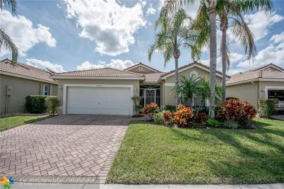 Boynton Beach Single Family Home For Sale: 10334 Utopia Cir N