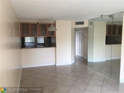 Coral Springs Condo/Townhouse For Sale: 9953 Twin Lakes Dr #9E