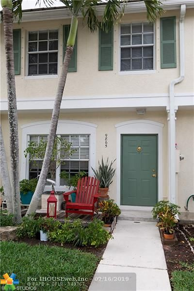 Coral Springs Condo/Townhouse For Sale: 9865 NW 56th Place #9865