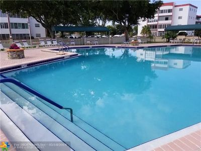 Lauderdale Lakes Condo/Townhouse For Sale: 4000 NW 44th Ave #402