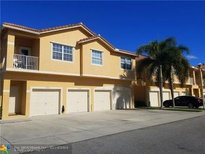 Margate Condo/Townhouse For Sale: 2898 Crestwood Ter #2898