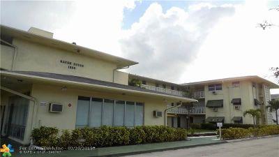 Pompano Beach FL Condo/Townhouse For Sale: $105,000