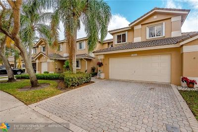 Pembroke Pines Condo/Townhouse For Sale: 15832 SW 10th St