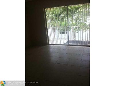 West Palm Beach Condo/Townhouse For Sale: 415 Executive Dr #203