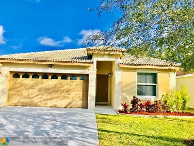 Pembroke Pines Single Family Home For Sale: 18321 NW 8th St