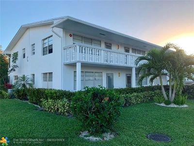 Deerfield Beach Condo/Townhouse For Sale: 28 Oakridge C #28