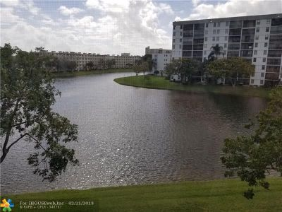 Pompano Beach Condo/Townhouse For Sale: 2222 N Cypress Bend Dr #406