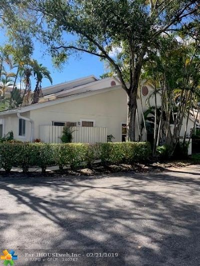 Deerfield Beach Condo/Townhouse For Sale: 2005 Discovery Cir