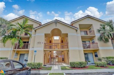 Tamarac Condo/Townhouse For Sale: 7670 Westwood Dr #718