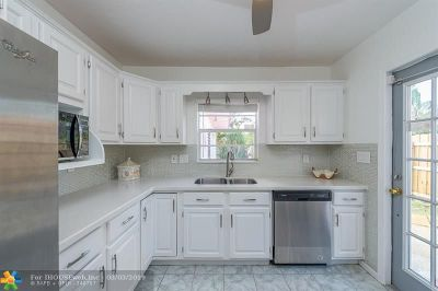 Tarpon River Single Family Home For Sale: 829 SW 10th Terrace
