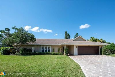 Tamarac Single Family Home For Sale: 5712 Guava Dr