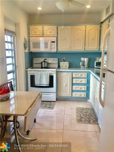 Lauderdale Lakes Condo/Townhouse For Sale: 4281 NW 41st St #219