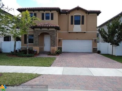 Hialeah Single Family Home For Sale: 3544 W 94th St