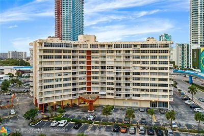 Hallandale Condo/Townhouse For Sale: 1825 S Ocean Dr #PH 9