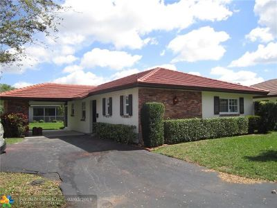 Coral Springs Single Family Home For Sale: 9070 Thunderbird Dr