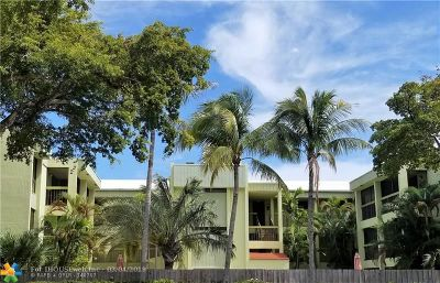 Wilton Manors Condo/Townhouse For Sale: 2450 NE 15th Ave #105