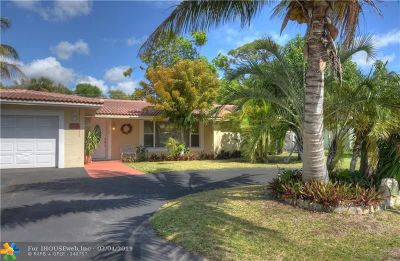 Pompano Beach Single Family Home For Sale: 141 SE 6th Ct