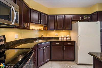 Lauderhill Condo/Townhouse For Sale: 6201 N Falls Circle Dr #105