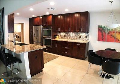 Tamarac Single Family Home For Sale: 6306 Tamarind Cir