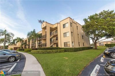 Broward County Condo/Townhouse For Sale: 10801 W Clairmont Cir #101