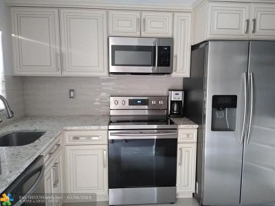 Lauderhill Condo/Townhouse For Sale: 4191 NW 26th St #174