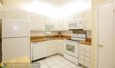 Lauderhill Condo/Townhouse For Sale: 4770 NW 21st St #104