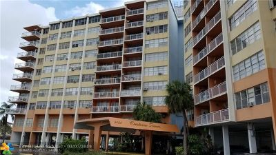 North Miami Beach Condo/Townhouse For Sale: 2025 NE 164th St #706