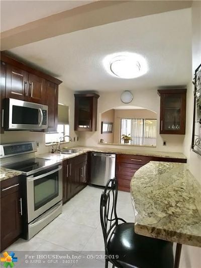 Deerfield Beach Condo/Townhouse For Sale: 801 Congressional Way #801