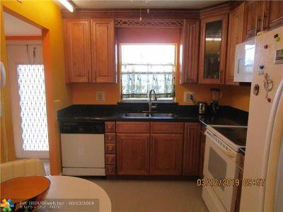 Sunrise Condo/Townhouse For Sale: 9700 Sunrise Lakes Blvd #110