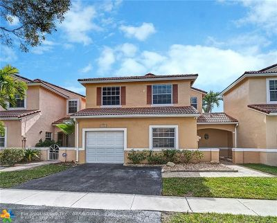 Pembroke Pines Condo/Townhouse For Sale: 17864 SW 10 Ct #17864
